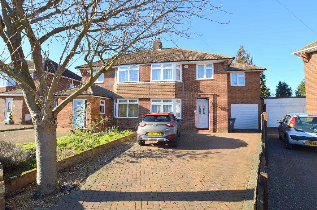 4 Bedrooms Semi Detached House for sale in Fallowfield, Luton, LU3 1UL