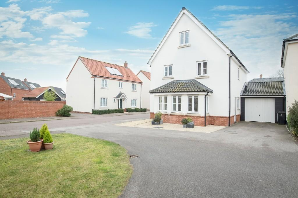 5 Bedrooms Detached House for sale in Stuart Drive, Thetford