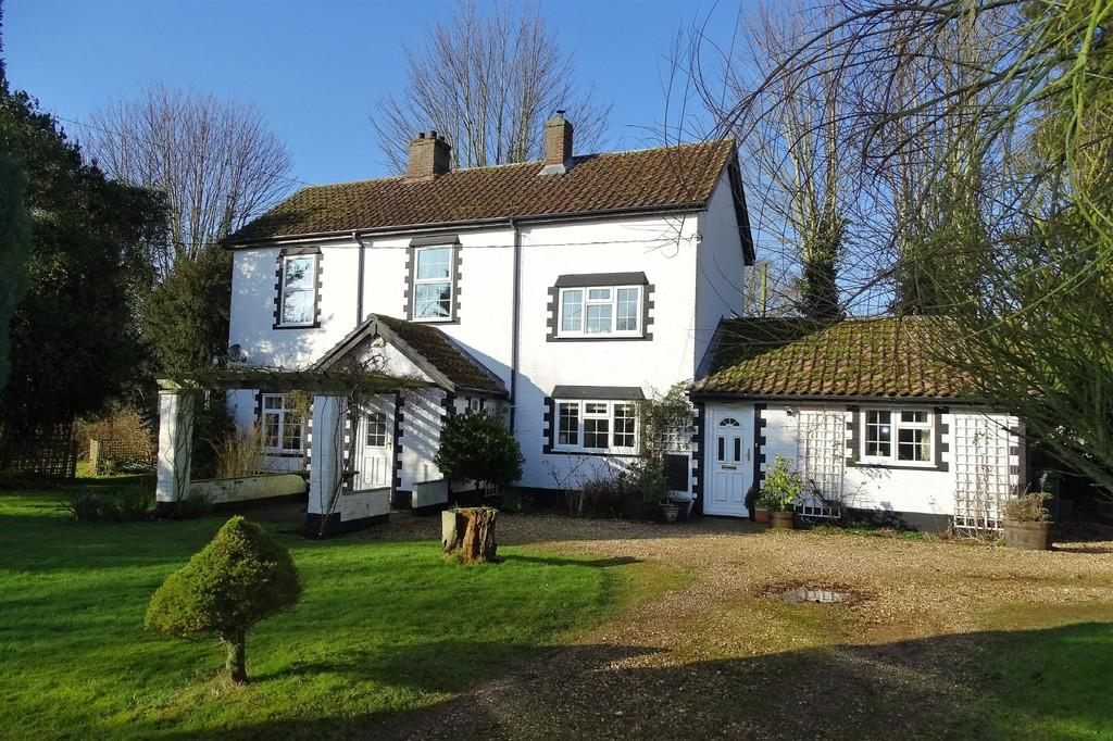 3 Bedrooms Detached House for sale in Main Road, Brookville