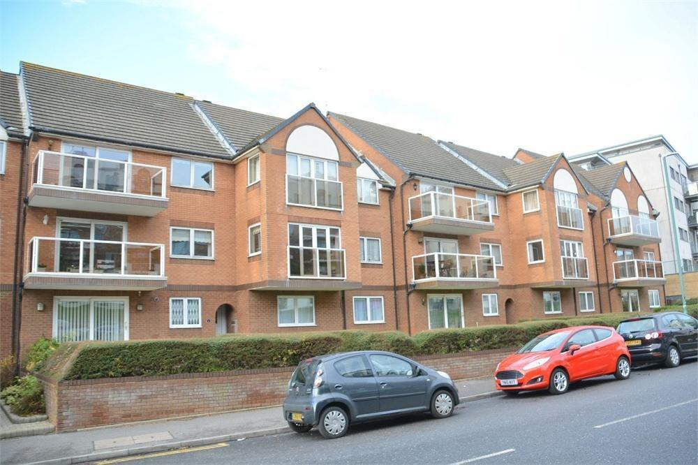 2 Bedrooms Flat for rent in Seacroft Court, 49-51 Sea Road, Boscombe Spa