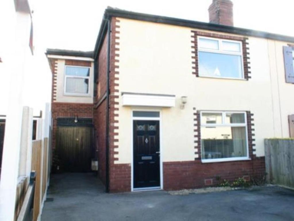 3 Bedrooms Semi Detached House for sale in 56 Kilton Crescent