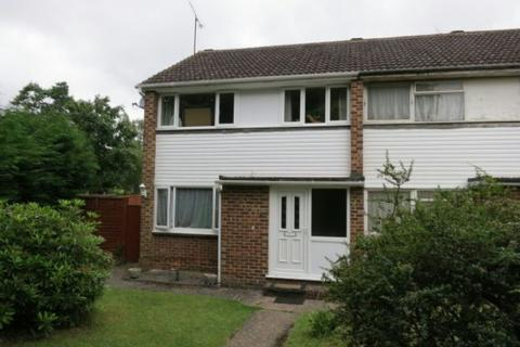 3 bedroom semi-detached house to rent - Fairwater Drive, Woodley