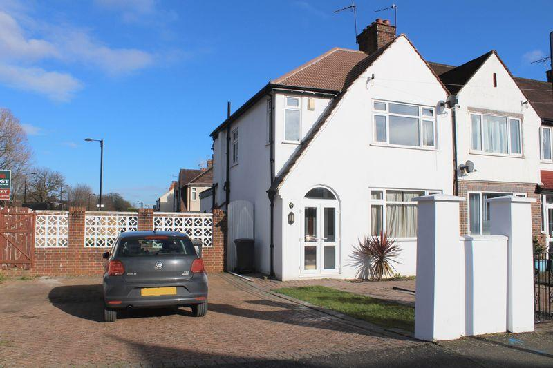 3 Bedrooms End Of Terrace House for rent in Christchurch Road, Purley