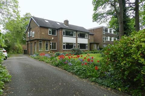 2 bedroom flat for sale - Shire Oak Road, Leeds
