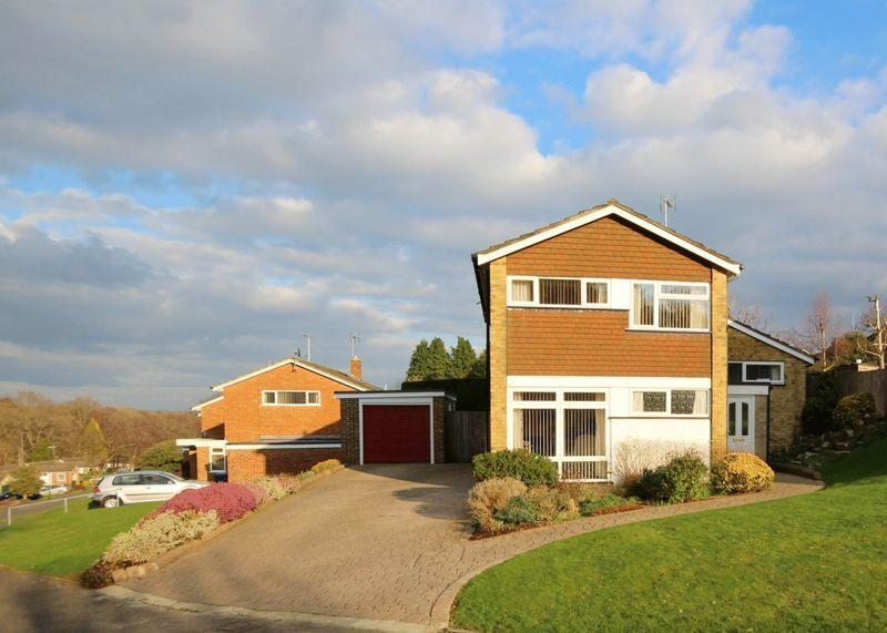 4 Bedrooms Detached House for sale in Quarry Hill, Haywards Heath