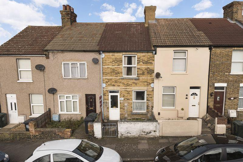 3 Bedrooms Terraced House for sale in Gladstone Road, Dartford