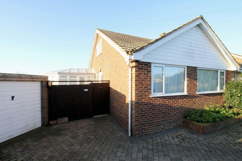 3 Bedrooms Semi Detached Bungalow for sale in St Margarets at Cliffe