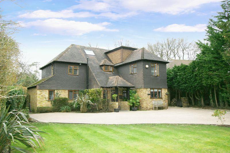 6 Bedrooms Detached House for sale in Ashenden Walk, Farnham Common, Buckinghamshire SL2