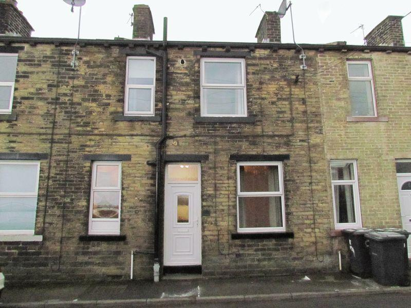 2 Bedrooms Terraced House for sale in Luddenden Place, Bradford