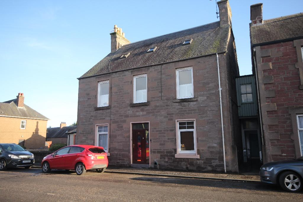 4 Bedrooms Maisonette Flat for sale in George Street, Coupar Angus, Perthshire, PH13 9DJ