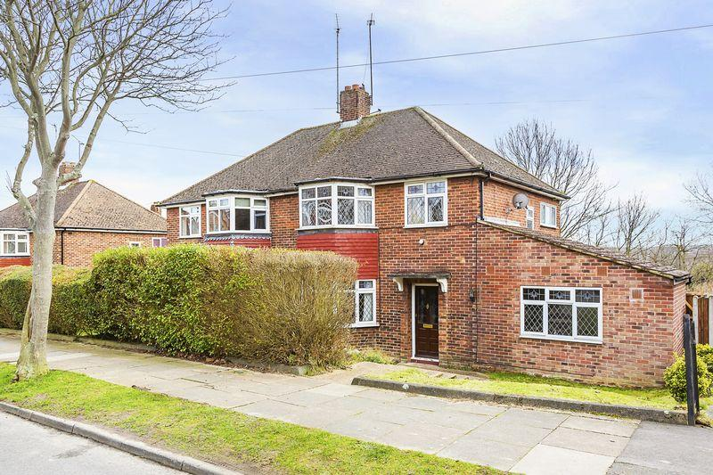 4 Bedrooms Semi Detached House for sale in Maylands Drive, Sidcup