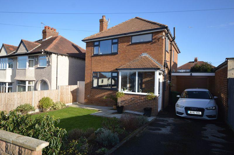 3 Bedrooms Detached House for sale in Raeburn Avenue, West Kirby