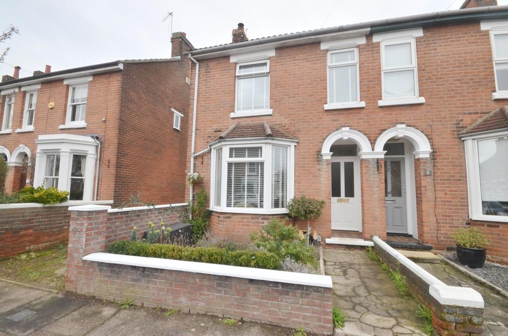 3 Bedrooms Semi Detached House for sale in Hamilton Road, Colchester, CO3 3DZ