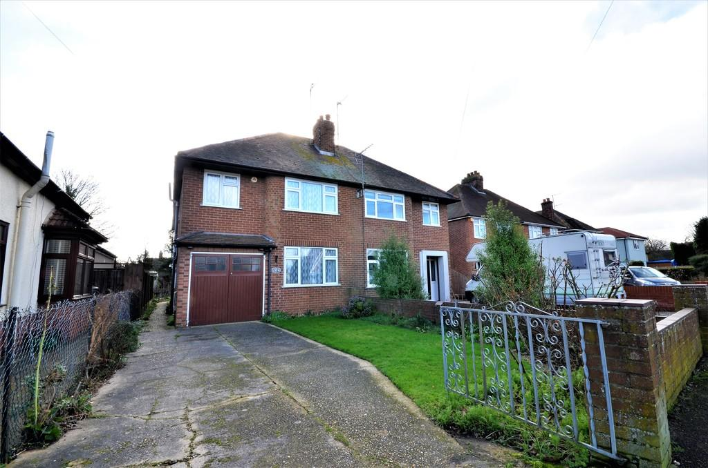 4 Bedrooms Semi Detached House for sale in Shrub End Road, Colchester, CO3 4RZ