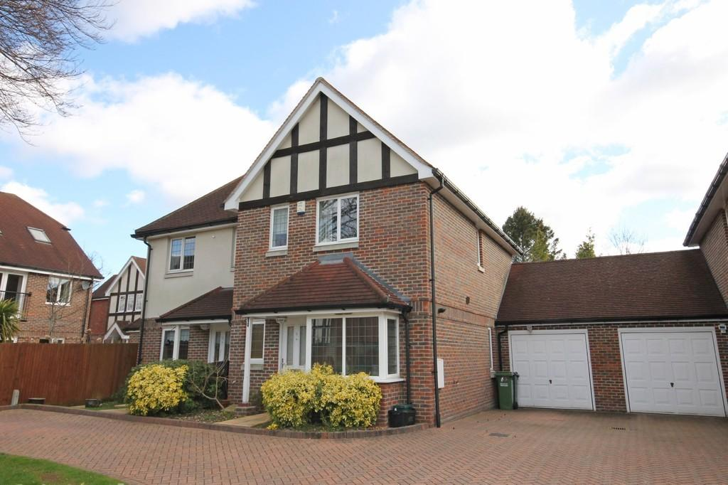 3 Bedrooms Semi Detached House for sale in Birch Close, Banstead