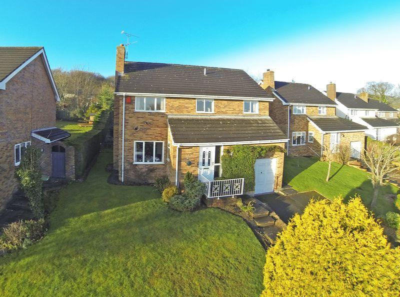 5 Bedrooms Detached House for sale in Oak Alyn Court Cefn Y Bedd