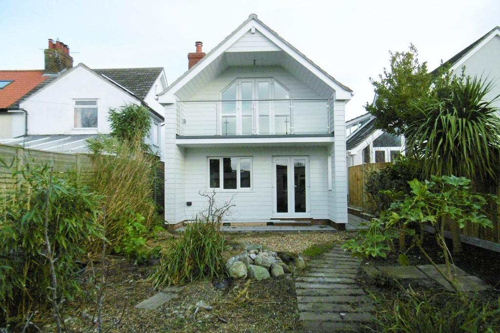 3 Bedrooms Detached House for sale in West Runton