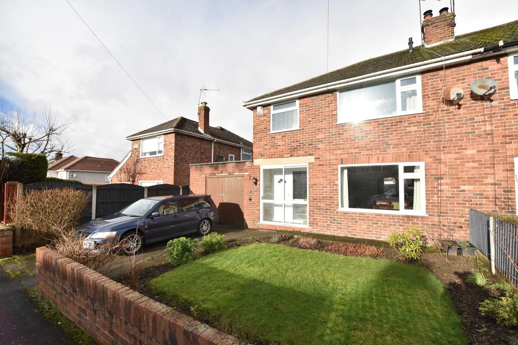 3 Bedrooms Semi Detached House for sale in Talbot Avenue, Little Neston