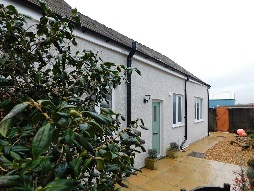 2 Bedrooms Terraced Bungalow for sale in Steel Street, Ulverston, CUmbria LA12 9DU