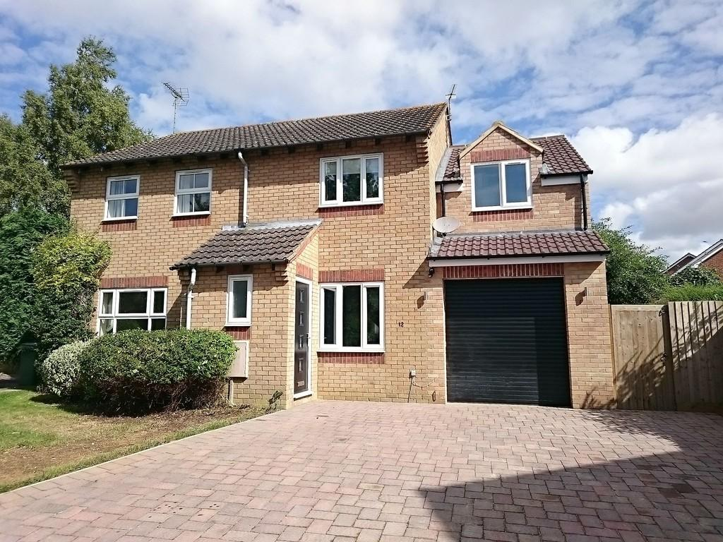 3 Bedrooms Semi Detached House for sale in Farmers Drive, Brackley
