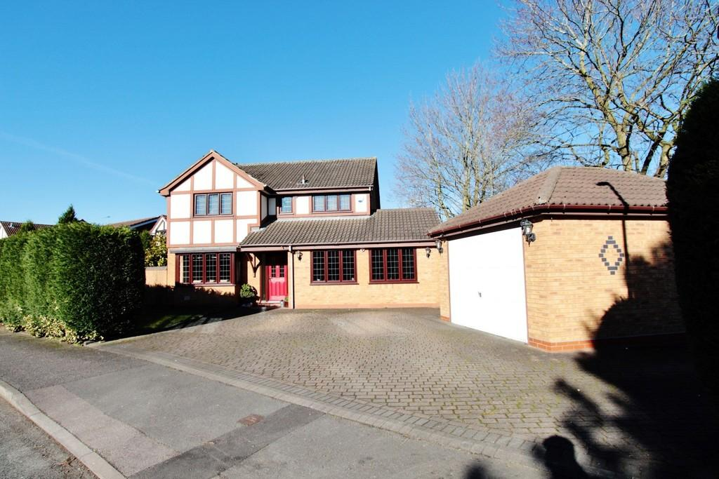 4 Bedrooms Detached House for sale in County Drive, Fazeley