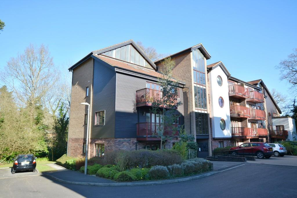 3 Bedrooms Apartment Flat for sale in Coach House Mews, Ferndown