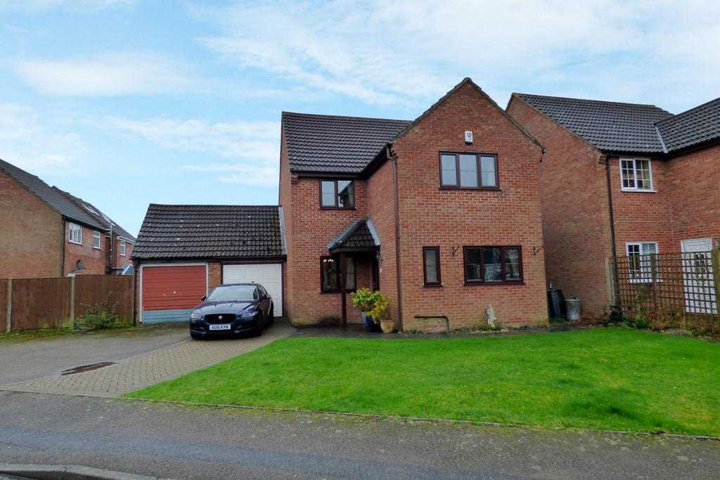3 Bedrooms Detached House for sale in Patrick Road, Long Stratton