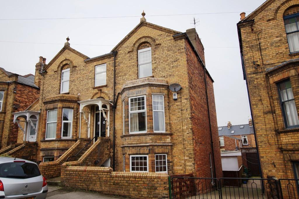 5 Bedrooms Semi Detached House for sale in St Johns Avenue