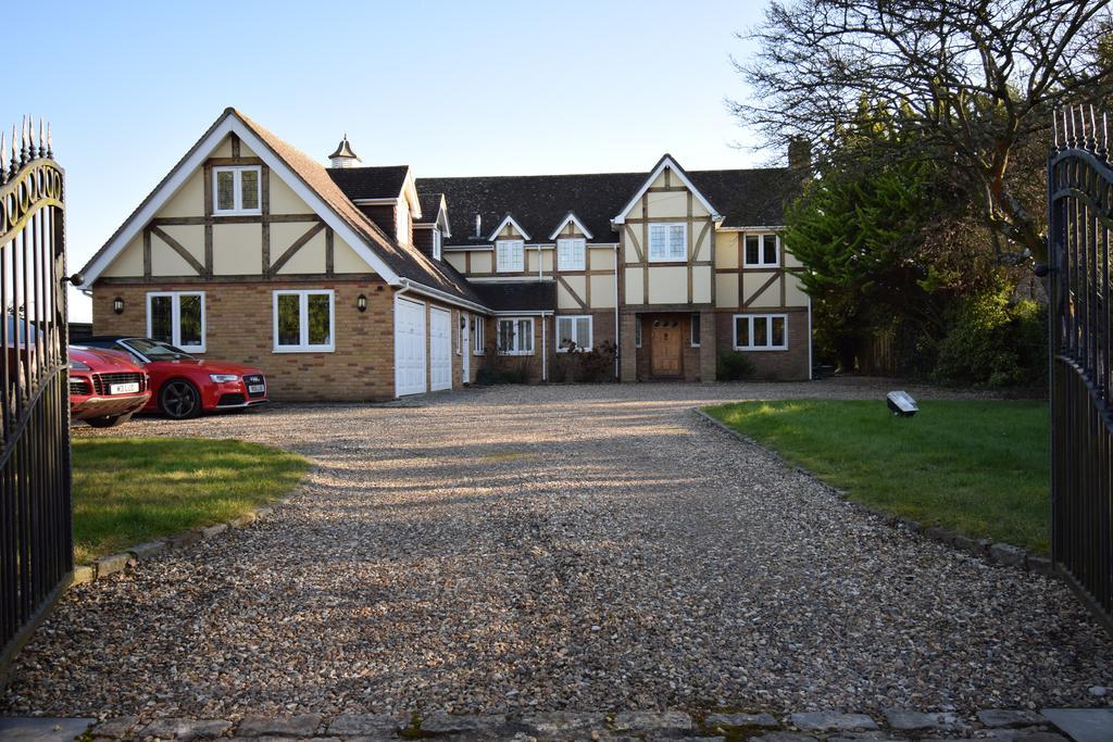 5 Bedrooms Detached House for sale in Winkfield Lane, Winkfield, Windsor