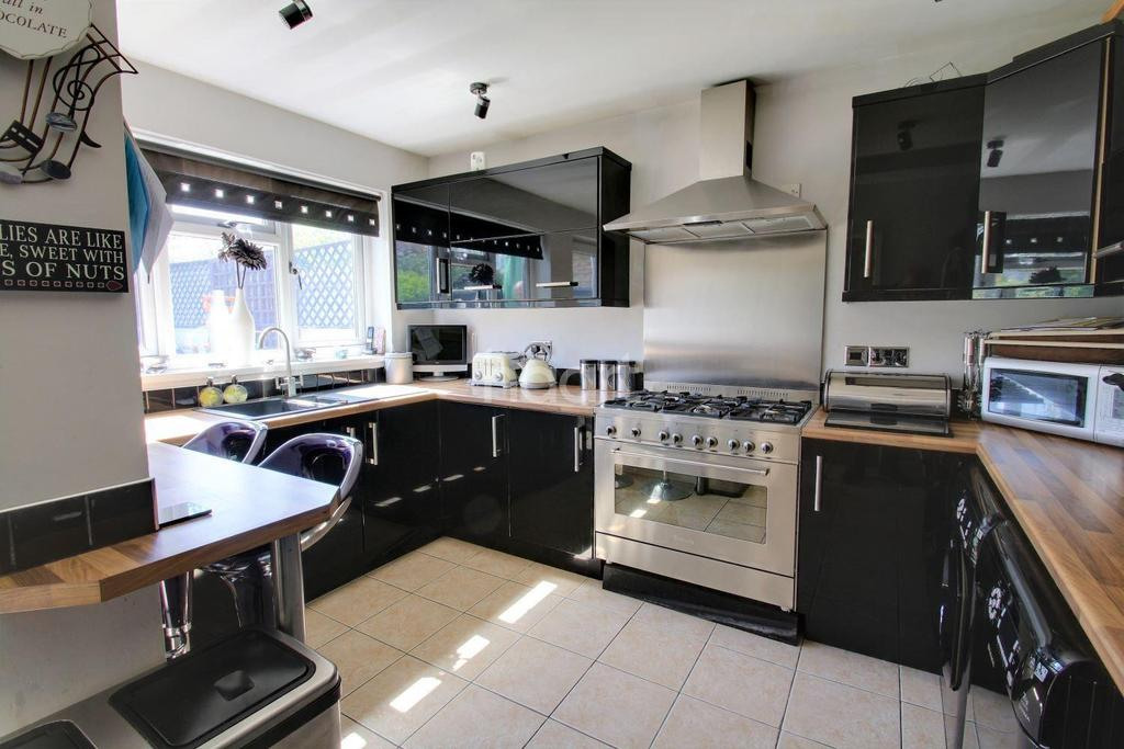 5 Bedrooms Semi Detached House for sale in Cranborne Avenue, Maidstone, Kent, ME15