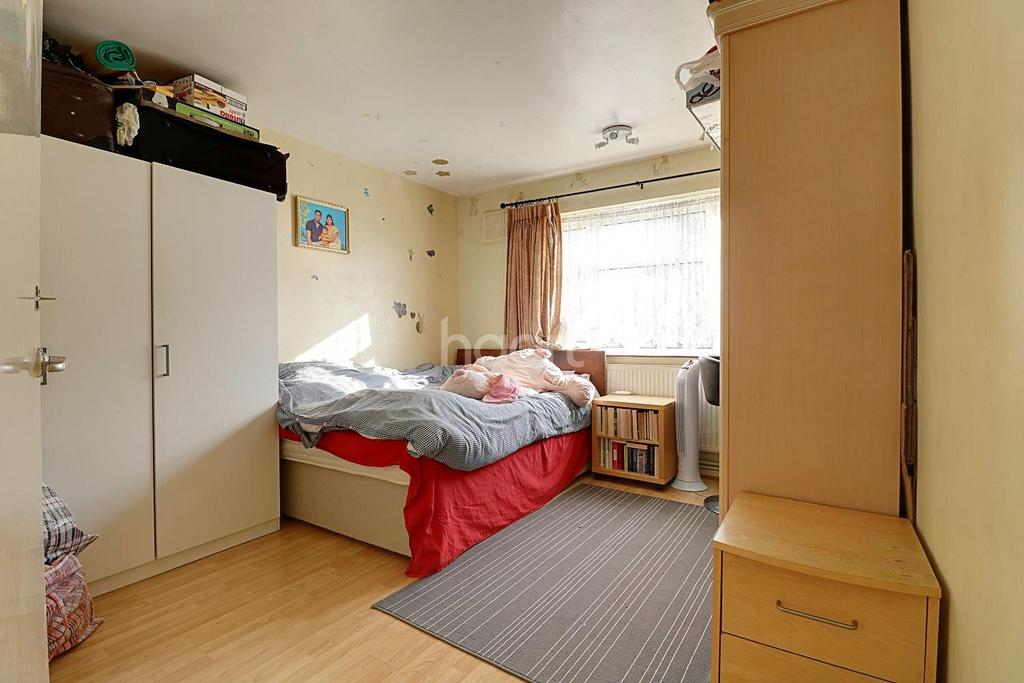 2 Bedrooms Flat for sale in Gaysham Hall, Clayhall