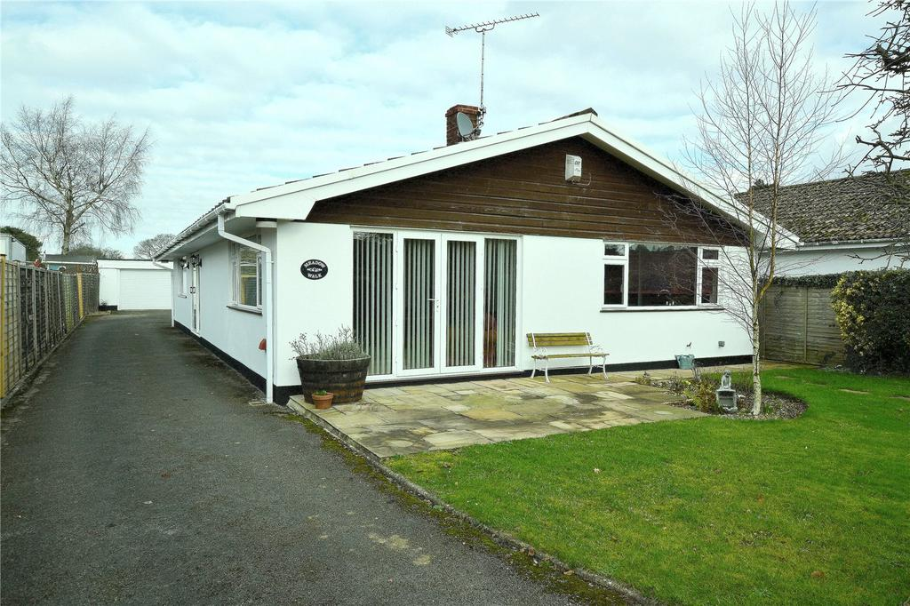 3 Bedrooms Detached House for sale in New Road, Mockbeggar, Ringwood, Hampshire, BH24