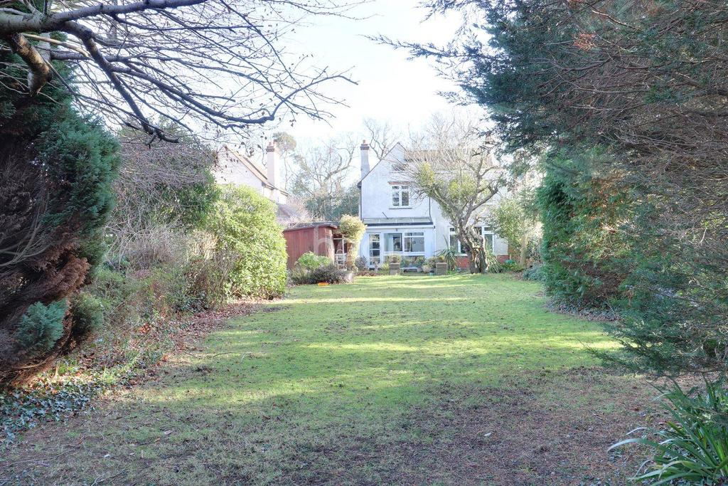 3 Bedrooms Detached House for sale in Straight Road Colchester
