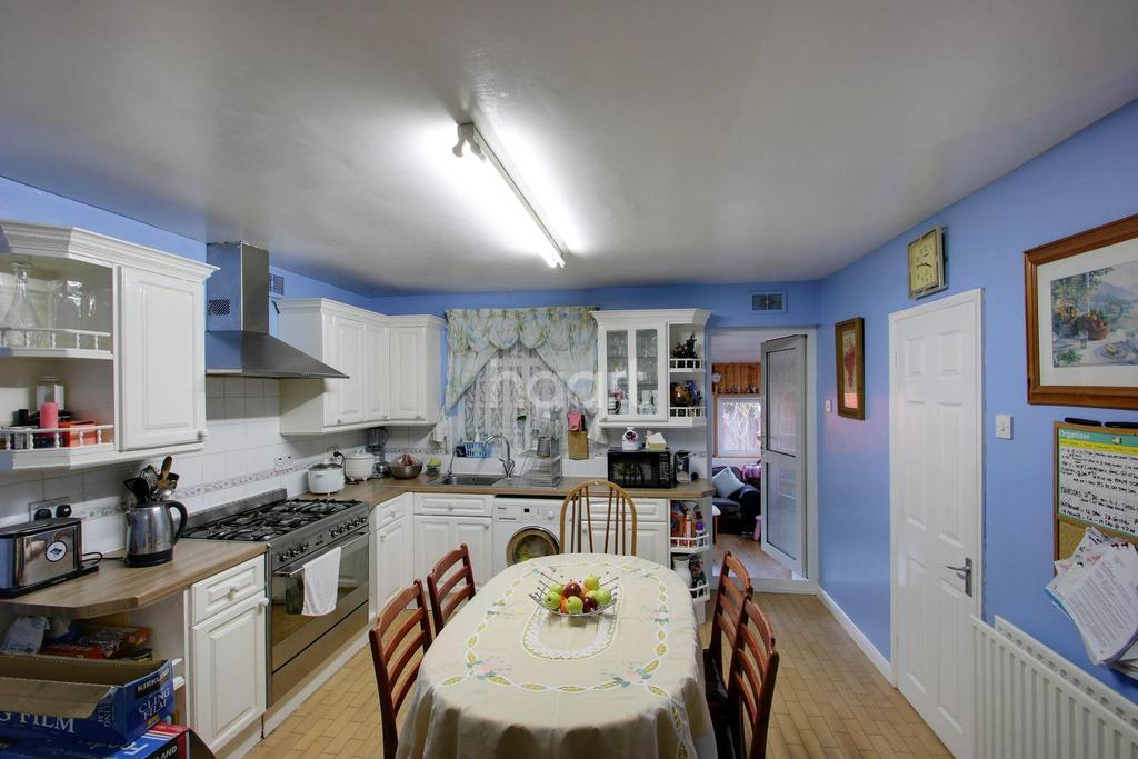 3 Bedrooms End Of Terrace House for sale in Ravenhill Road, Upton Park