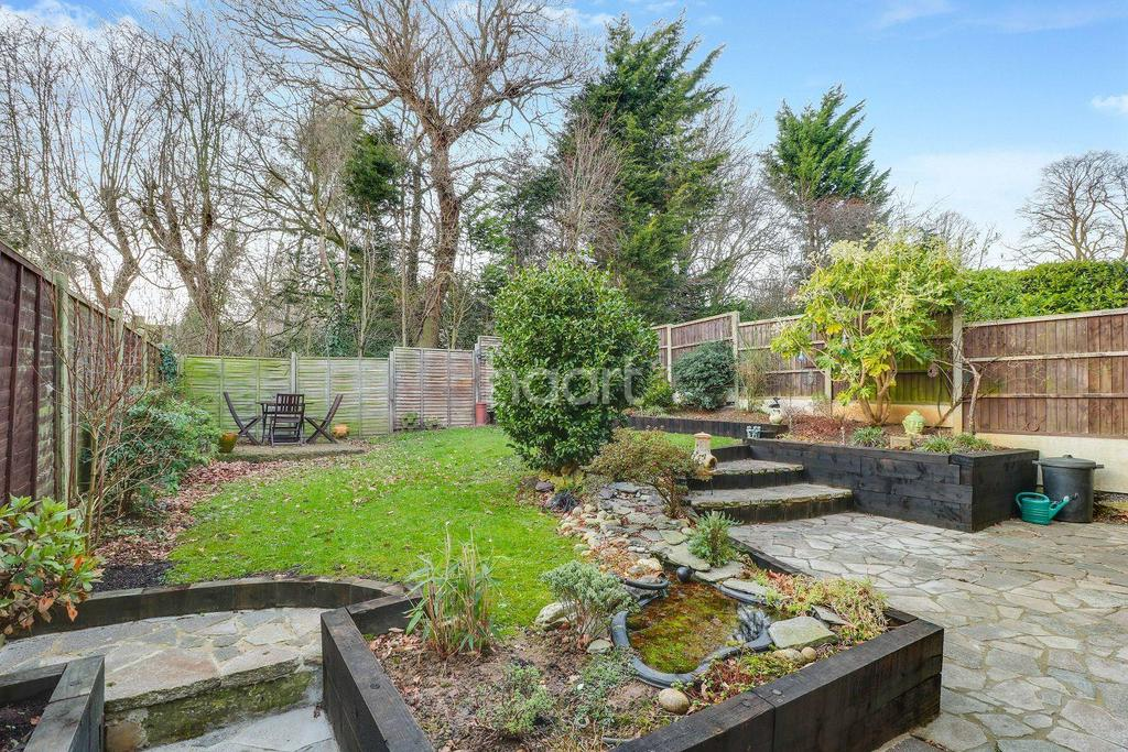 4 Bedrooms Detached House for sale in Collingwood, South Benfleet