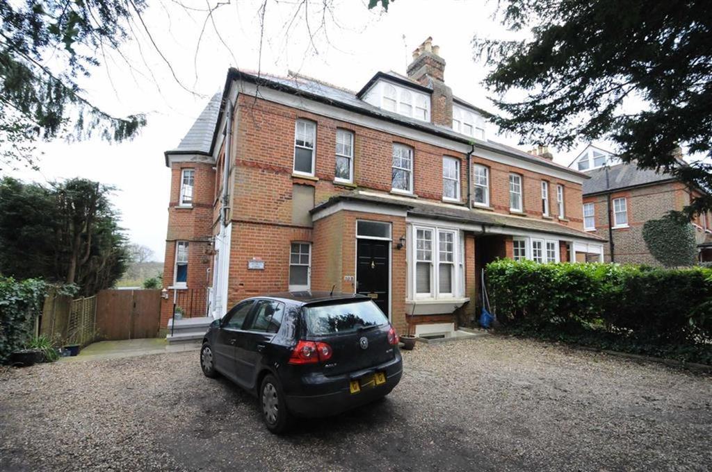 3 Bedrooms Apartment Flat for sale in Hadley Highstone, Barnet, Herts, EN5