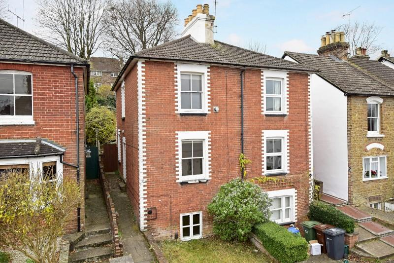 2 Bedrooms Semi Detached House for sale in Addison Road, Guildford