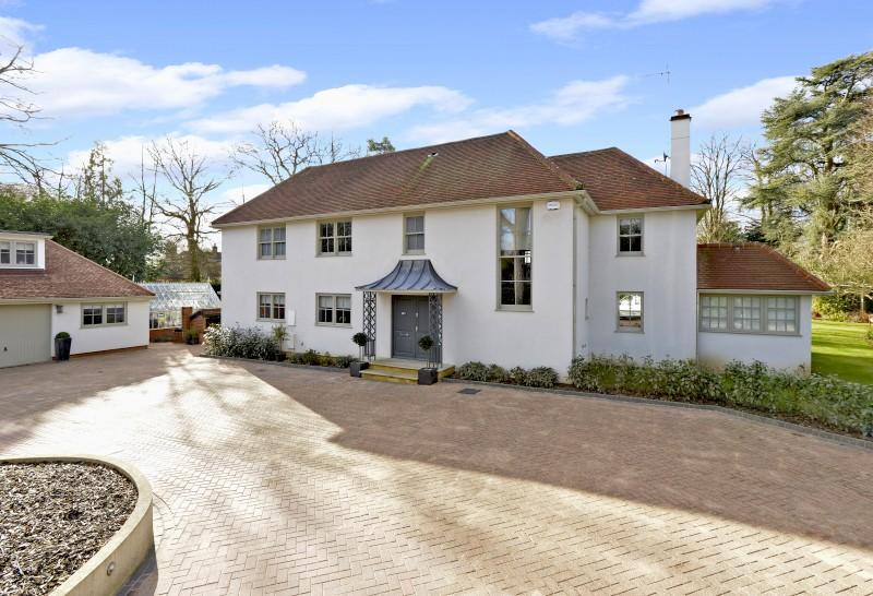 5 Bedrooms Detached House for sale in Priorsfield Road, Godalming