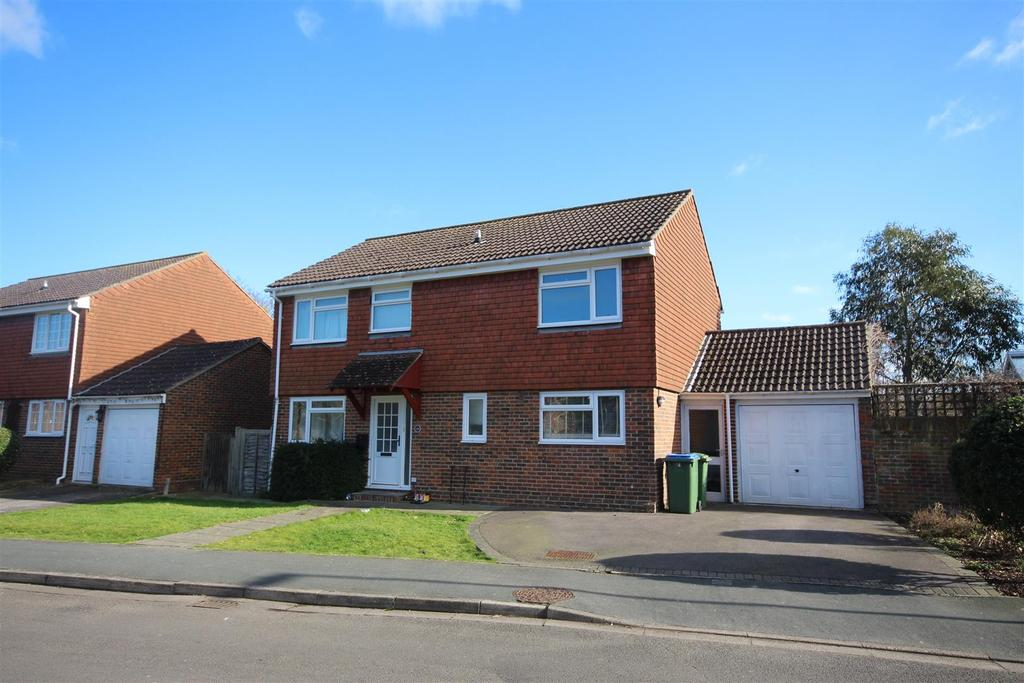 4 Bedrooms Detached House for sale in Parsonage Road, Henfield