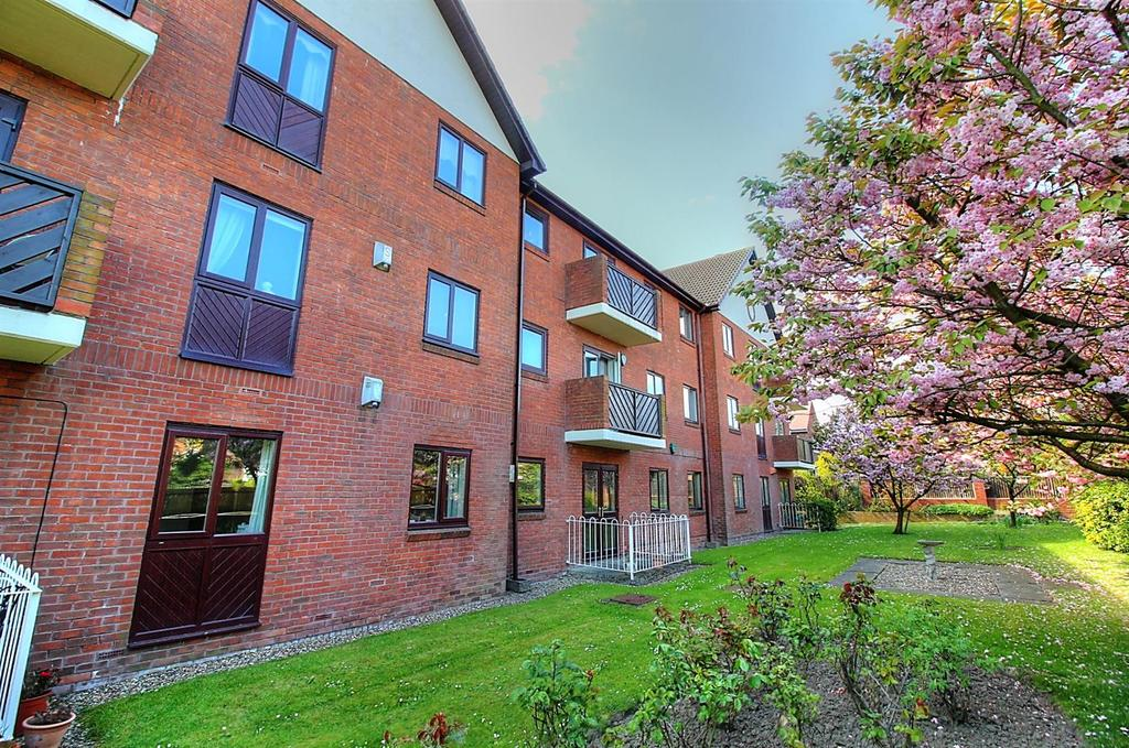2 Bedrooms Apartment Flat for rent in Lynden Gate, Cromer Avenue, Low Fell