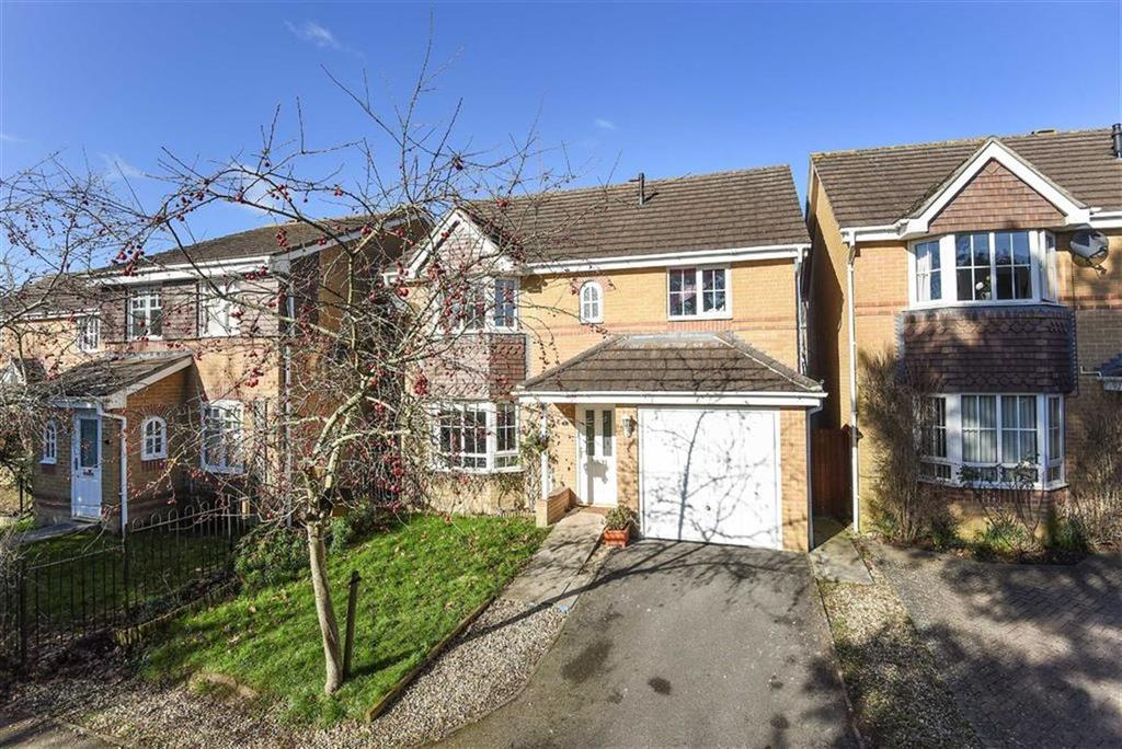 4 Bedrooms Detached House for sale in Fosse Close, Yeovil, Somerset, BA21