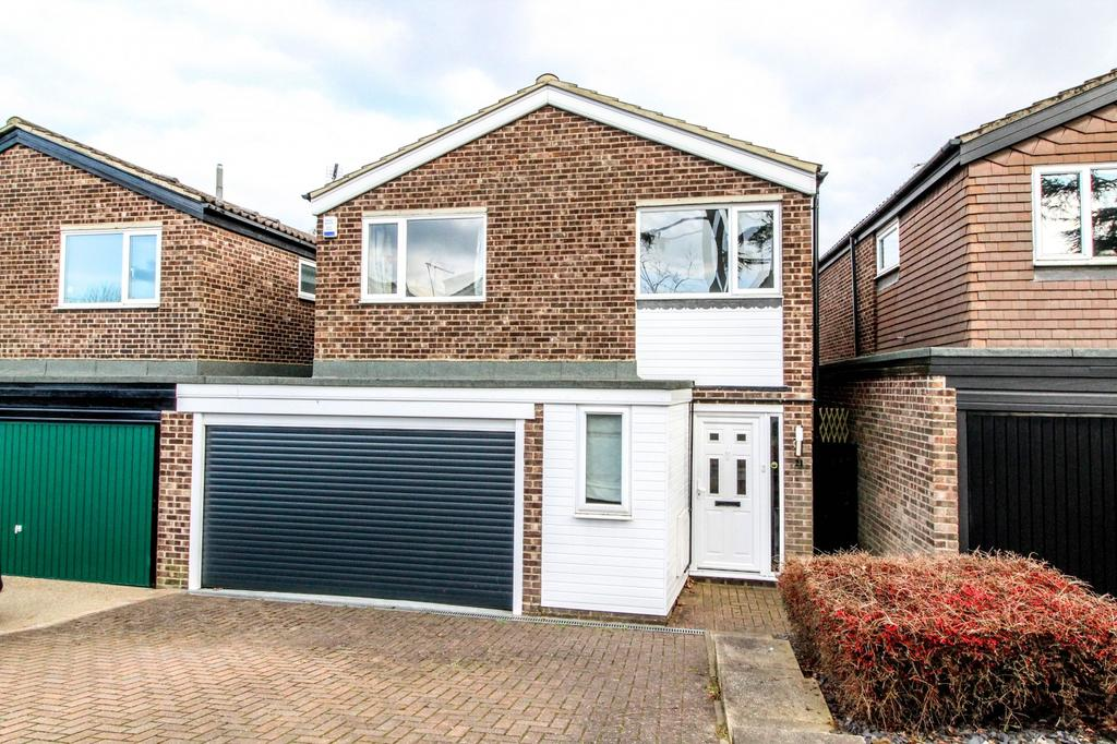 4 Bedrooms Detached House for sale in Willowdene Court, Warley, Brentwood, Essex, CM14