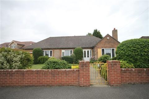 3 bedroom bungalow to rent - Glencoe Road, Bournemouth