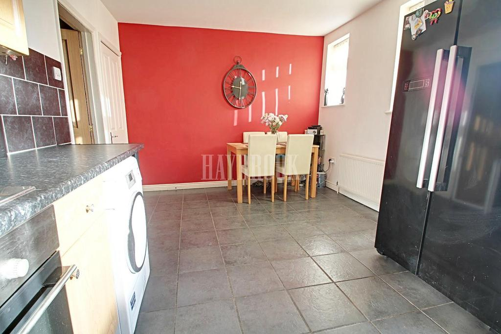 3 Bedrooms Terraced House for sale in Greenside, Staincross