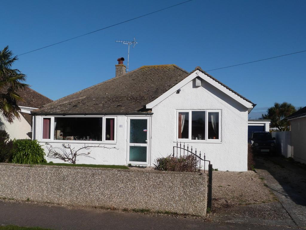 3 Bedrooms Detached Bungalow for sale in Grove Road, Selsey