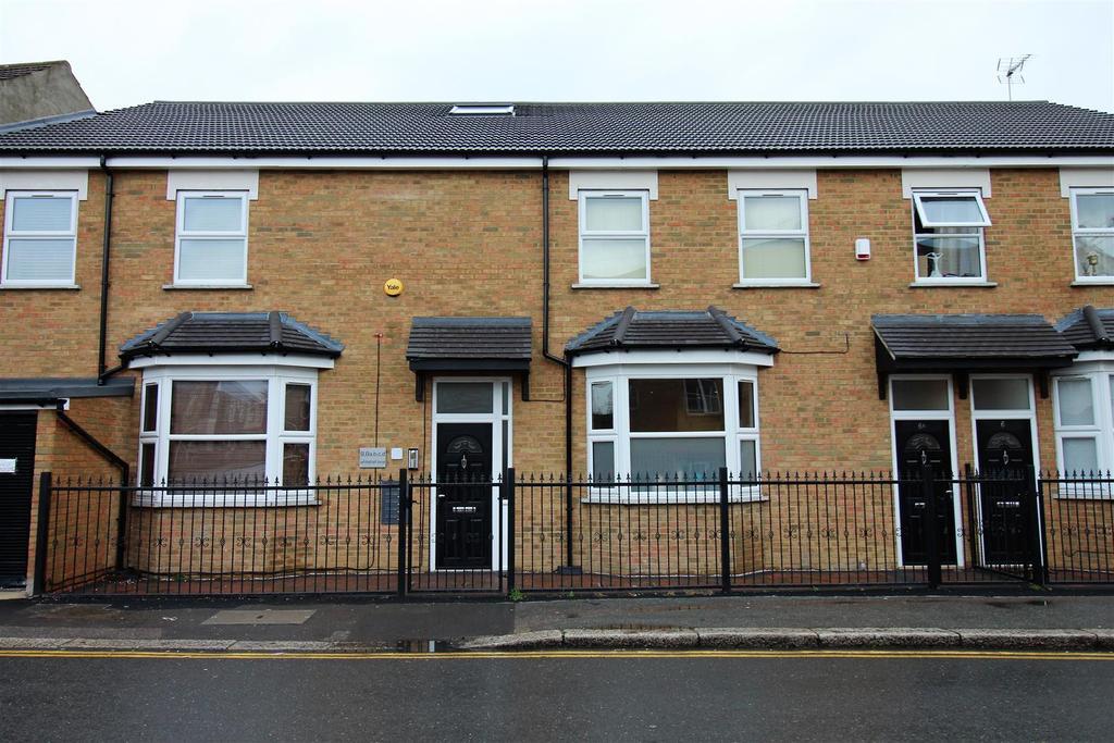 1 Bedroom Flat for sale in Whitehall Lane, Grays