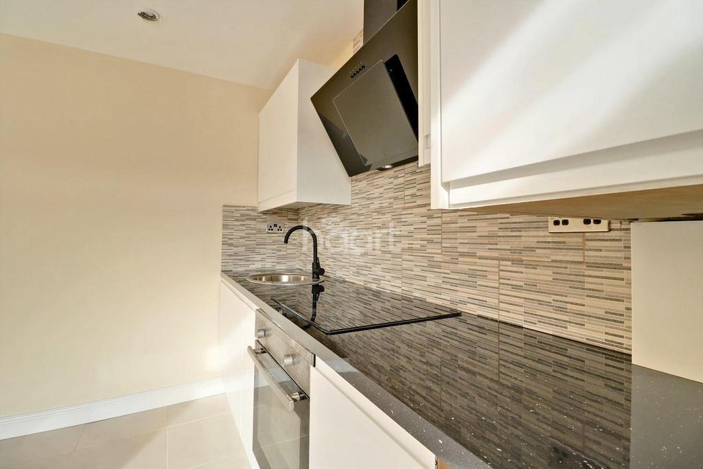 1 Bedroom Maisonette Flat for sale in Muggeridge Road, Dagenham