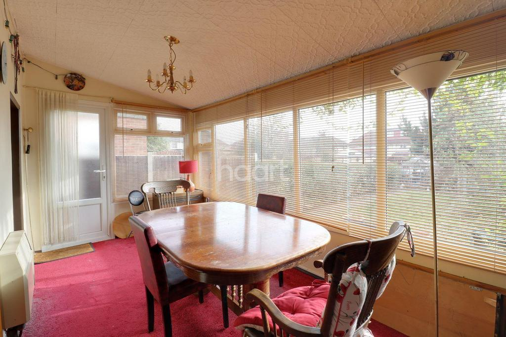 3 Bedrooms Semi Detached House for sale in Mawney Road, Romford, RM7