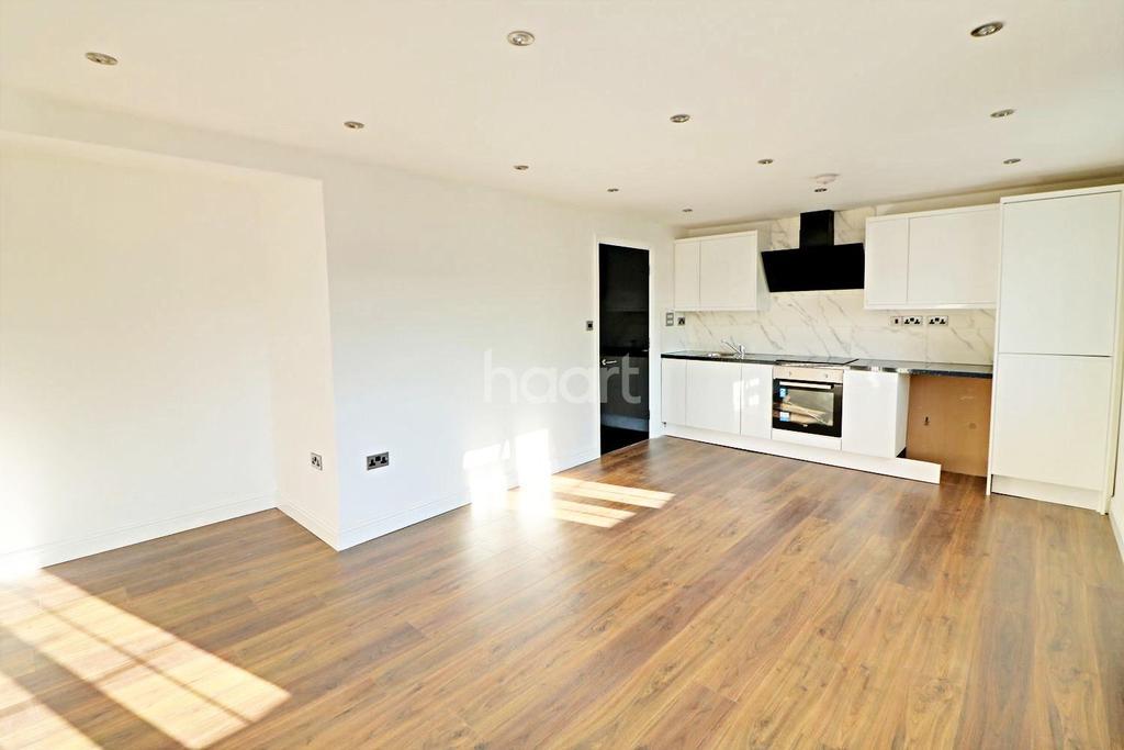 3 Bedrooms Maisonette Flat for sale in Muggeridge Road, Dagenham