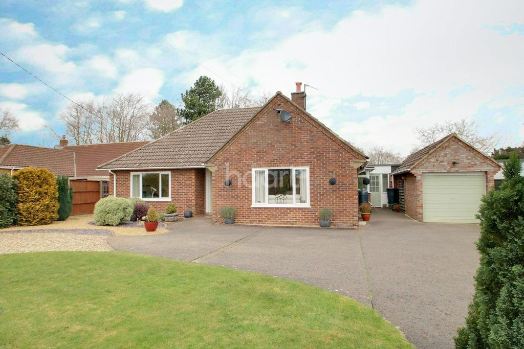 2 Bedrooms Bungalow for sale in Fornham Road, Great Barton
